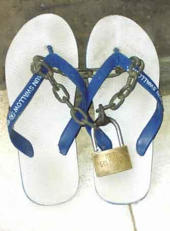 pencegahan sandal hilang