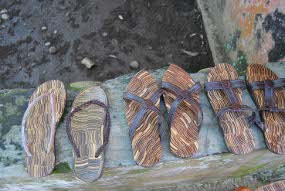 sandal tempurung kelapa